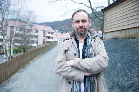 Brynjulv Melve er daglig leder i Kidsa Erleveien barnehage på Landås. Overgepssakene i barnehagene i Bergen det siste året gjør ham forbannet.