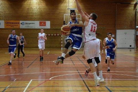 Muhammed Ali i svevet mot Persbråten. Ali og resten av Fyllingen Basket var overlegne fredag kveld, og har skaffet seg et godt utgangspunkt i kvalifiseringen til Basketligaen.