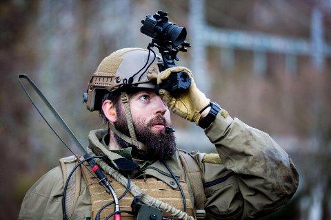 Morten er sersjant 1. klasse, og meldte seg frivillig til Heimevernets innsatsstyrke etter førstegangstjenesten.