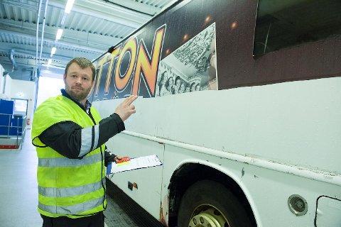 Kontrollør Knut Sylta i Statens vegvesen var både skremt og oppgitt over russebussenes tilstand da BA snakket med ham forrige gang, kun en knapp uke før russefeiringen startet.