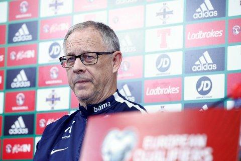 Landslagssjef Lars Lagerbäck tok ut landslagstroppen til Tsjekkia- og Sverige-kampen tirsdag. (Foto: Terje Pedersen / NTB scanpix)