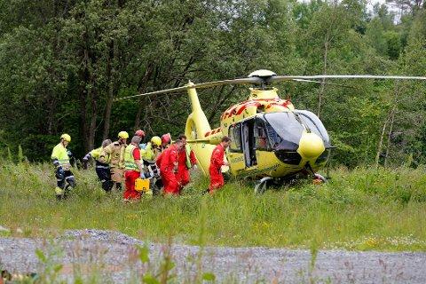 En person ble fraktet med luftambulanse til Haukeland sykehus.