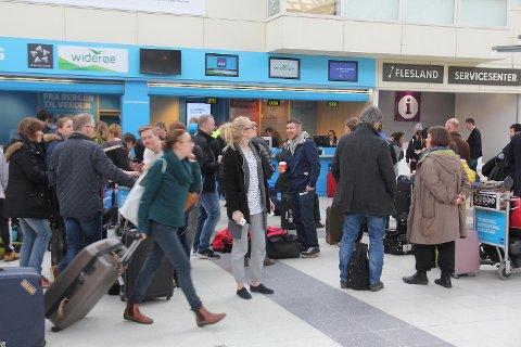 Flesland bidro sterkt til at antall reisende på Avinors lufthavner i Norge for første gang passerte fem millioner på en måned i juni. FOTO: JAN GUNNAR KOLSTAD