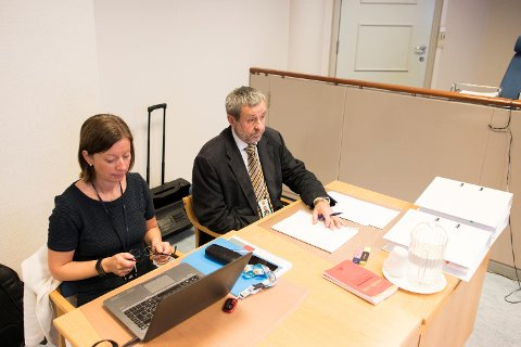 Politiførstebetjent Sigrid Sverdrup og politiadvokat Trond Eide i Vest politidistrikt møtte i politiadvokat Ørjan Ogne sitt fravær da varetektsfengslingen var til behandling i Bergen tingrett mandag.
