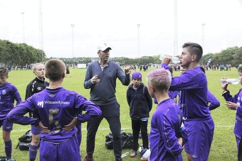Roy Wassberg er trener for det talentfulle laget til Fyllingsdalen, og vet hva som kreves for å bli best. (Foto: Jonas Johnsen)