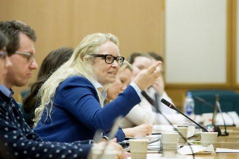 Ruth Grung fra Arbeiderpartiet stiller spørsmål ved kvaliteten på sykepleierutdanningen. FOTO: HÅKON MOSVOLD LARSEN, NTB SCANPIX