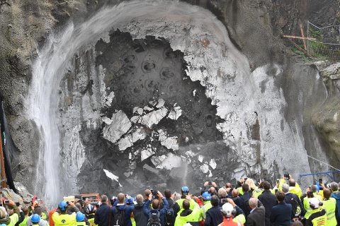 Her er tunnelboremaskinen i ferd med å bryte helt gjennom.