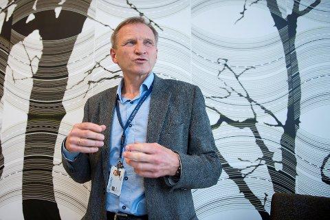 Sykehusdirektør Eivind Hansen oppfordrer pasienter til å møte til planlagte konsultasjoner og operasjoner.