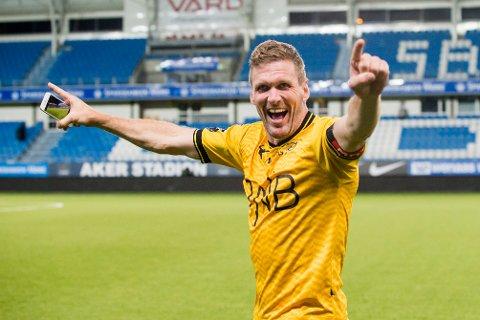 Lillestrøms Frode Kippe jubler etter at de sikret seg finaleplass på bekostning av Molde.