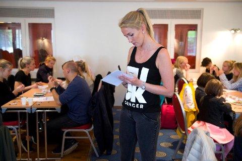 Astrid Kvale (30) i Ung Kreft er overveldet over hvor hjelpsomme bergenserne er. Da de arrangerte perleworkshop lørdag dukket det opp 120 personer.