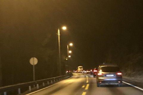 Kø på E16 mellom Åsane og Arna fredag kveld.