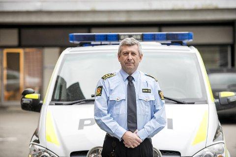 Lensmann Kjell Idar Vangberg er stundom ute og kjører også i sivil politibil. Det har en sunnfjording fått erfare.