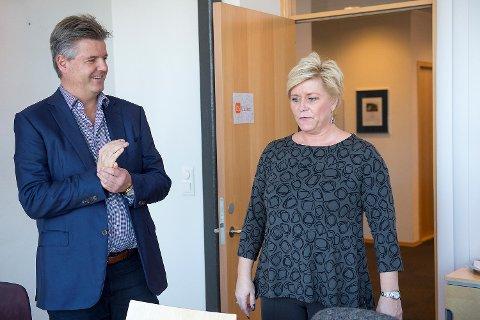 Administrerende direktør Arne Bergby avviser kontant at itslearning har sikkerhetsproblemer. Bildet er fra 2015 da finansminister Siv Jensen (Frp) var på bergensbesøk.