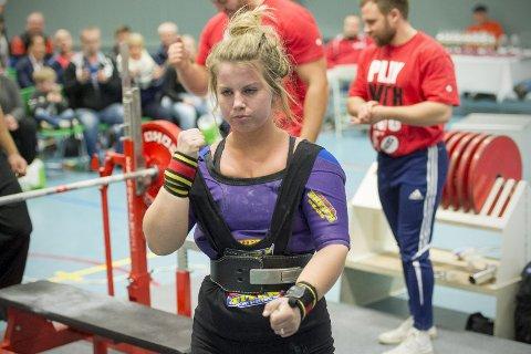Anna Dorthea Espevik (20) er verdens beste junior i benkpress. Tirsdag satte hun verdensrekord i EM i Luxembourg.