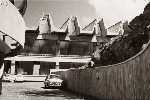 Her ser ein tydeleg det rytmiske tak-spelet på Martens Brødfabrikk – Geir Grungs meisterverk frå 1966. Byggemetoden var nyskapande – basert på enorme betongmoduler.
