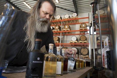 Stig Bareksten og OSS Craft Distellery i Bergen har vunnet mange priser for sine ulike varianter av brennevin. Barekstens Botanical Aquavit er også et spennende bidrag til det norske utvalget av akevitter.