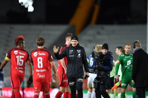 Lars Arne Nilsen gratulerte spillerne etter 3-1-seieren.