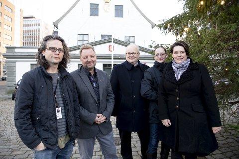 Snart er det jul: Sondre Båtstrand, Trygve Birkeland, Ove Sverre Bjørdal, Idun Bortne og Marte Mjøs Persen legger 20 millioner kroner mer i potten til bybudsjettet. FOTO: ARNE RISTESUND