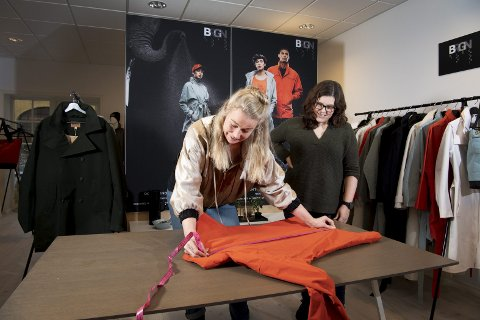 Karine Lunde Trellevik (t.v.) og Ros-Mari Tobiassen Gaundal startet merkevaren «Brgn by Lunde og Gaundal» i mars 2015.  FOTO: ARNE RISTESUND