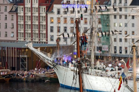 Her spiller bandet Enslaved om bord på Statsraad Lehmkuhl under Tall Ships Races Bergen 2014.