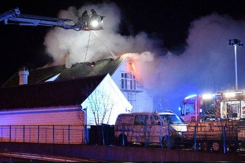Bygningen var overtent da brannvesenet kom frem.