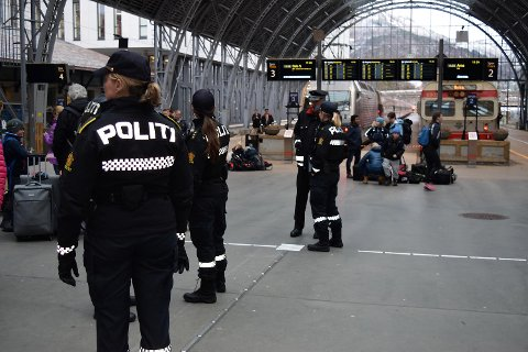 Bergenspolitiet blir med russen på toget til Geilo.