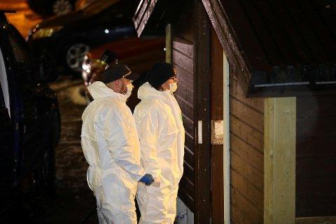 En mann (43) er siktet for drap etter at en kvinne (70) ble funnet død lørdag kveld. Ifølge BAs opplysninger ble kvinnen drept med øks.