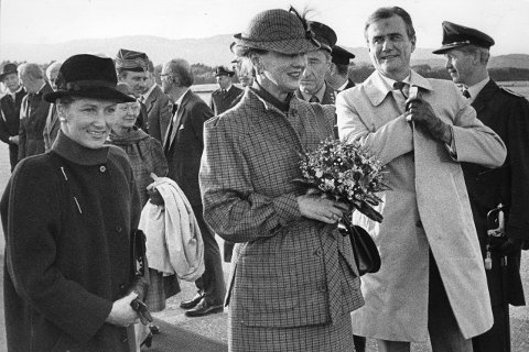 Prins Henrik og dronning Margrethe i Bergen sammen med dronning Sonja i 1984.