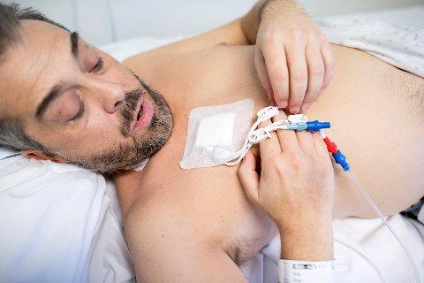 Helge Rong fikk akutt blodkreft og ble lagt inn på Haukeland sykehus. Vi følger behandlingen.