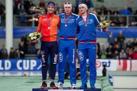 Pavel Kulizhnikov på toppen av pallen etter 100-meteren i verdenscupen i Stavanger i 2016. Nederlandske Kjeld Nuis kom på 2.-plass og Denis Juskov fra Russland kom på 3.-plass. Nå er de to russerne nektet OL-start i Pyeongchang, etter at CAS avviste anken deres.