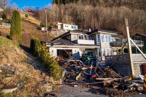 Tidlig om morgenen 7. desember gikk et jordras gjennom et hus i boligfeltet på Votlo på Osterøy. En kvinne omkom.