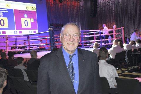Etter 30 år som leder for Bergen Kickboksingklubb går Steinar Trones av.