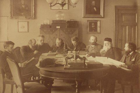 Museets vitenskapelige stab anno 1886. Fra venstre: Jørgen Brunchorst,                                 Armauer Hansen, Fridtjof Nansen, Thomas C. Thomassen, James A. Grieg, A. L. Lorange, Daniel Cornelius Danielssen og Herman Friele.