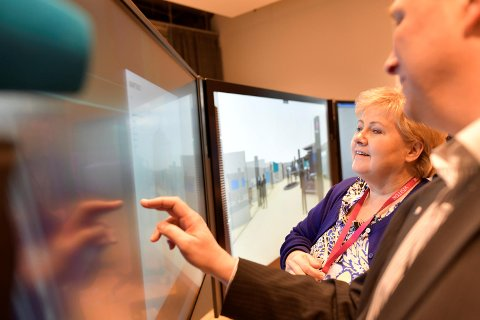 Statsminister Erna Solberg sier hun er imponert over digitaliseringen.