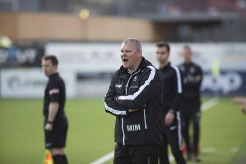 Mons Ivar Mjelde fikk se laget sitt gi vekk flere mål mot Viking, og utover i kampen viste heller ikke spillerne den innstillingen Mjelde forventer. Foto: Emil Weatherhead Breistein