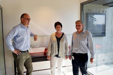 Stig Hilland, Vigdis Haugland og Ketil Nystad er de tre ansatte i Jo Shipping. FOTO: SVEIN TORE HAVRE