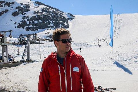Fonna, Folgefonna, sommerski, snø, Fonna glacier ski resort, visitfonna, isbre, skikjøring, ski, sol, t-krok, heis, daglgi leder i Visitfonna, Andreas Skogseth.