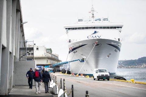 «Magellan» fra det britiske selskapet Cruise & Maritime Voyages ankom onsdag i forrige uke Skolten fra Olden innerst i Innvikfjorden i Sogn og Fjordane og gikk videre til Tilbury ved Themsen i Essex i England.