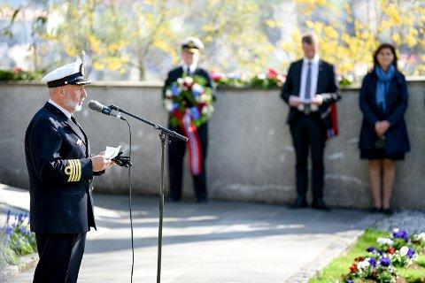 Kommandant på Bergenhus festning, Åsmund Andersen talte og la ned krans på vegne av Forsvaret.