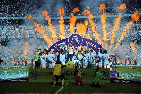 Manchester City feiret seriegullet etter 2017/18-sesongen. Nå kan TV 2 feire at de skal fortsette å sende ligaen i Norge. (Foto: NTB scanpix)