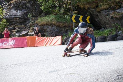 Da det var Speedtrials i longboarding in Skjervet nær Voss, ble den opprinnelige fartsgrensen på 50 kilometer i timen sprengt gang på gang.