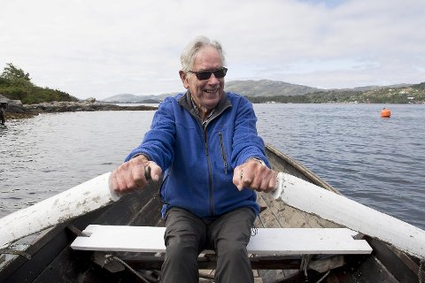 Johan Hjartåker fyller 88 år i august, men drar likevel flere ganger i  uken ut i Vatlestraumen for å fiske.