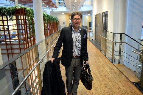 Steinar Knutsen fra Bergen er grunnlegger og hovedeier i Norbrew. Som Lyconet-deltager lanserte Knutsen, sammen med andre nøkkelpersoner i Norbrew, en plan for hvordan alle selskapene tilknyttet Norbrew skulle delta i Lyoness. Nylig ble Lyoness stanset av staten for ulovlig pyramidevirksomhet.