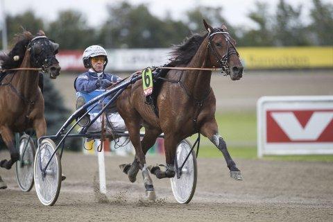 Frode Hamre innledet uken med sykehusbesøk, men avsluttet med sterk seier i Haukåsløpet med Calina. (Arkivfoto: hesteguiden.com)