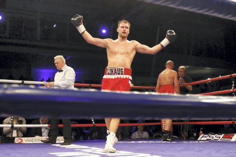 Tim-Robin Lihaug trengte bare halvannet minutt på å vinne mot Janne Forsmann fredag kveld. Dette bildet er fra seieren over Vasyl kondor tidligere i år.
