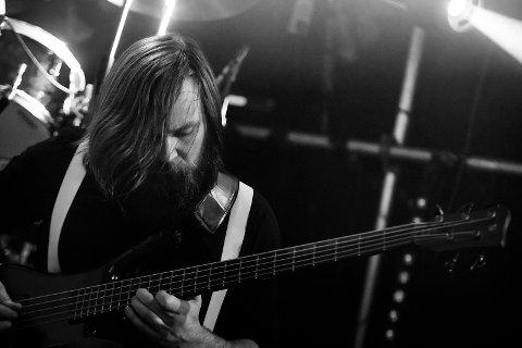 Eivind Grammersvik spiller bass i bergensbandet Major Parkinson. På torsdag står de på scenen på Garage under progrock-festivalen.
