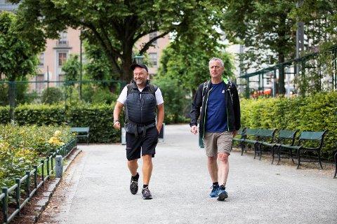 Et veddemål er grunnen til at bergenser og TAs sjefredaktør Ove Mellingen går fra Bergen til Skien. I dag starter han turen sammen med konsernsjef i Amedia Are Stokstad.