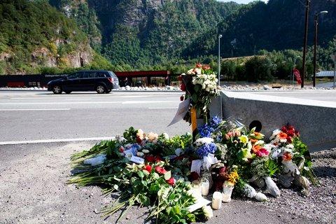 To menn omkom i Vaksdal tidligere denne måneden. Her fra minnestunden.