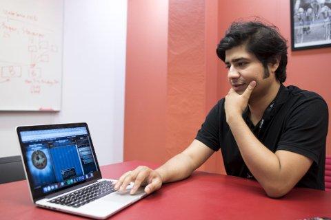 Bitcamp Gründer: Rafid Hoda startet Bitcamp i Oslo i 2017. Han viser frem spill som barn og unge har laget på tidligere kurs. De går ut på alt fra å samle hjerter som daler fra himmelen til å hoppe over zombier som kommer løpende.FOTO: SKJALG EKELAND