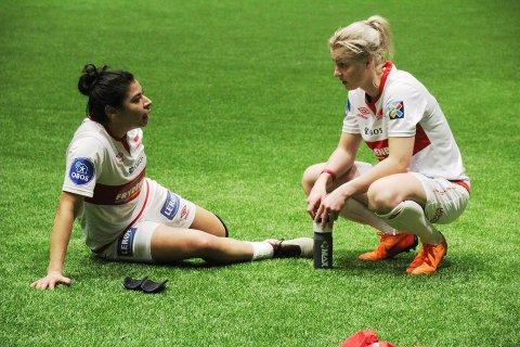 Sandviken-spillerne Amanda Perez og Ingrid Marie Spord.